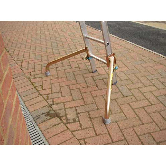 Easi-Dec-Ladder-Spurs-In-Use