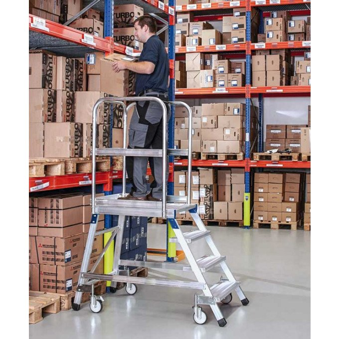 Z600 Warehouse Step In Use