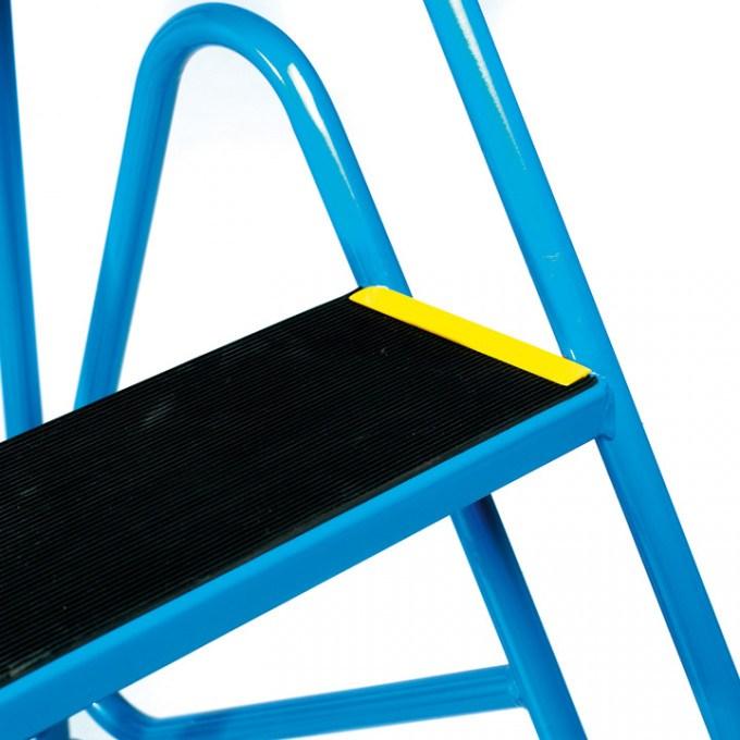 Tilt-And-Pull-Steps-Anti-Slip-Treads